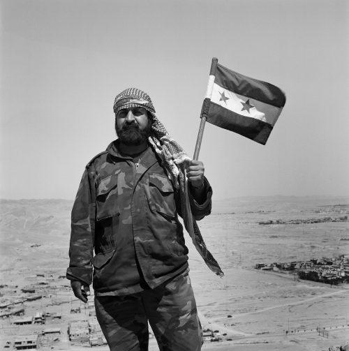 palmyra-citadelle-soldat-drapeau